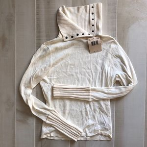 Guess Jeans Cream Turtleneck, size M, NWT